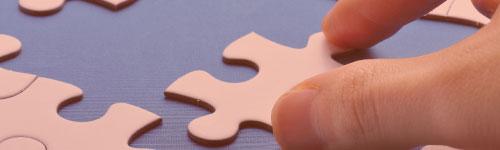 Mano con puzzle