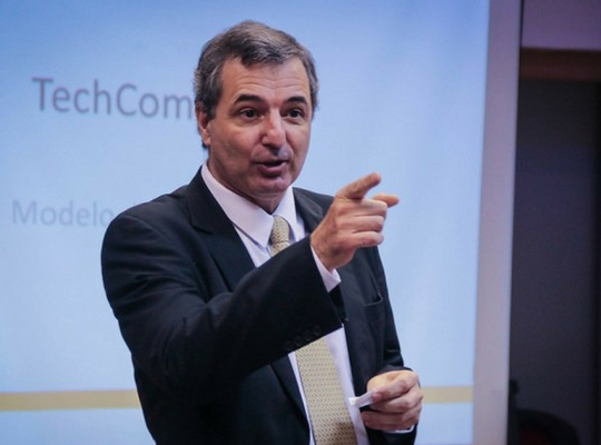 Profesor ADEN IBS Juan Cucchi
