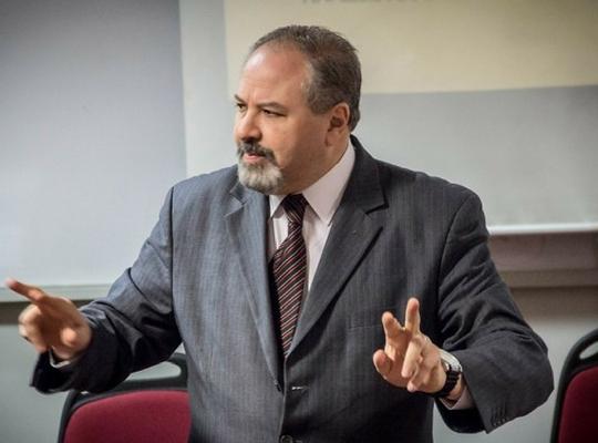 Profesor ADEN IBS Carlos González Moretti