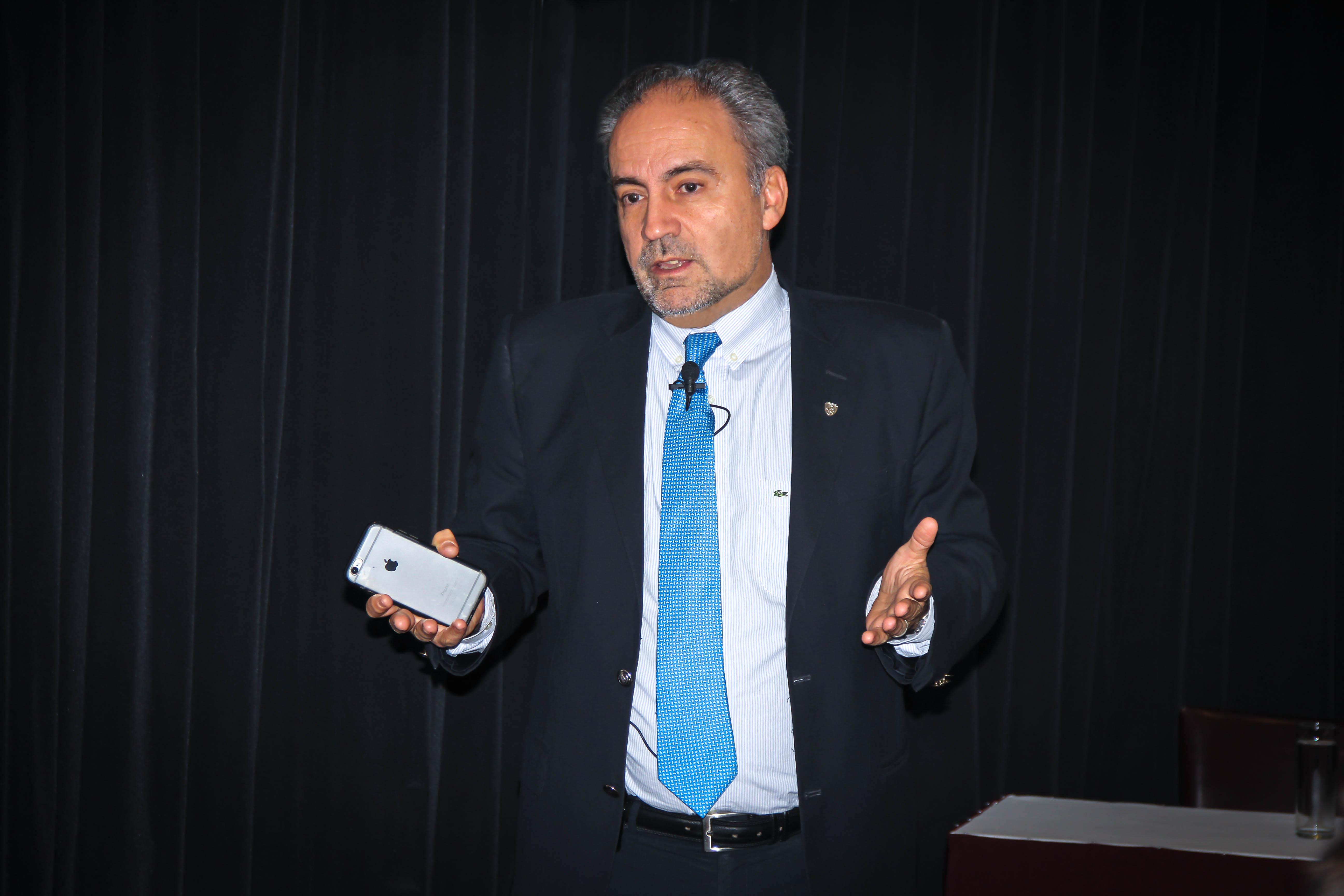 Profesro ADEN IBS Raymond Schefer